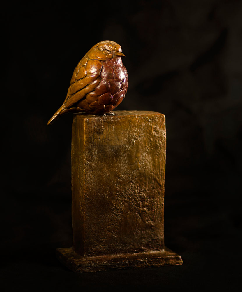 Bronze sculpture of a Robin bird by artist Anthony Smith