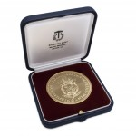 Clementi Medal for Economics in presentation box designed and sculpted by the artist Anthony Smith for Winchester College