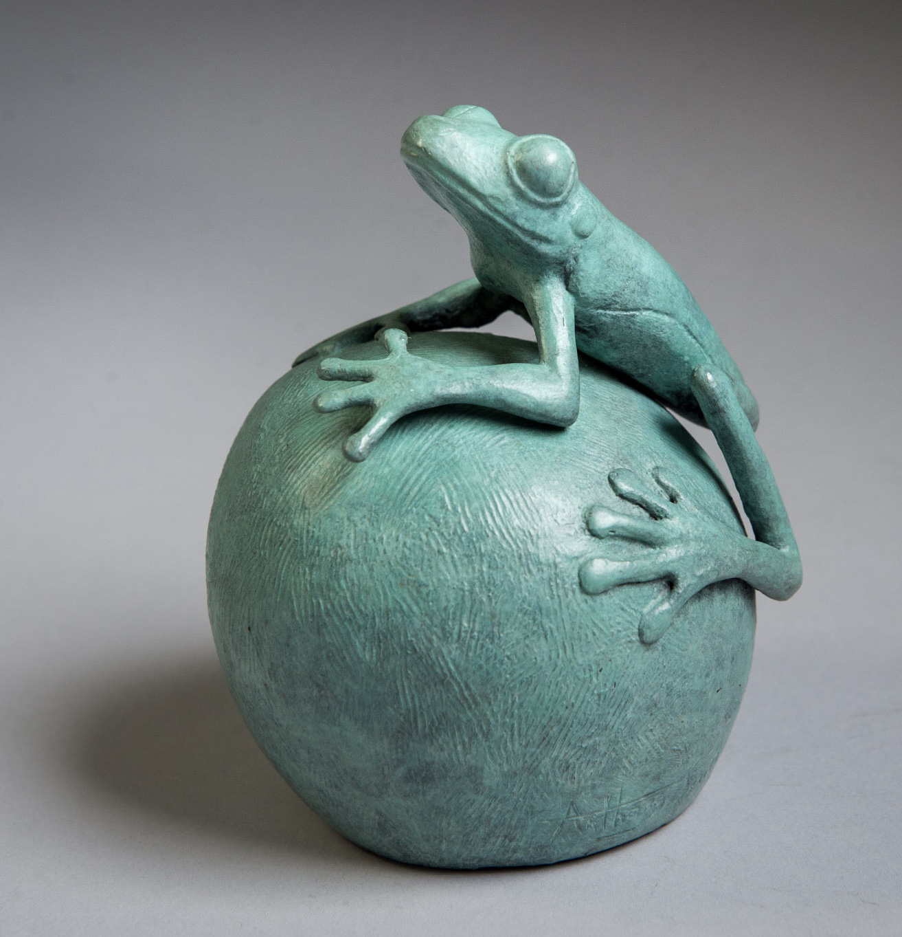 Bronze sculpture of a Tree Frog by artist Anthony Smith